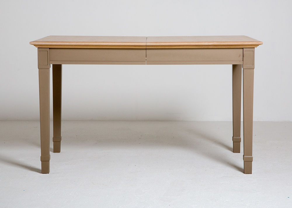 Elegant dining table - closed
