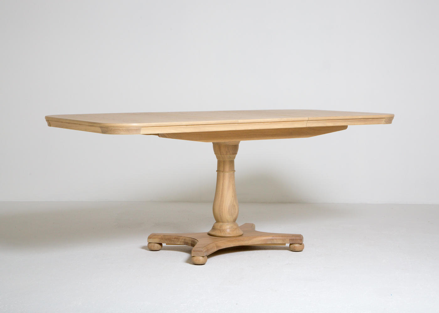 Elise Extending Dining angle